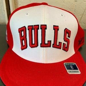 Chicago bulls fitted cap NWT size 8 red/white